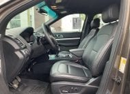 Ford Explorer XLT 2017 202A très équipé avec moteur V6 3.5L, ensemble remorquage de catégorie III pour une capacité de remorquage de 5 000lbs, écran tactile de 8po, jantes de 20po, sièges de cuir/suède, sièges avant chauffants, rétroviseurs chauffants, écran tactile de 8PO, conducteurs à réglages à 10 positions, système de ventilation électronique à 2 zones, caméra de recul avec jet nettoyant, régulateur de vitesse, phares à brume, démarrage à bouton poussoir, démarreur à distance, clé intelligente et bien plus. <br/>Dalton Ford vous offre la tranquillité d'esprit. Tous nos véhicule d'occasion sont inspectés en plusieurs points par des techniciens certifiés Ford et les freins seront remplacés (avec des pièces Ford) si la mesure est en bas de 5mm (sauf entente avec le client). De plus, vous recevrez gracieusement une protection étendue de Ford pour une durée de 3 mois ou 5 000KM si le véhicule n'a plus de garantie de base sur la plupart de nos véhicules d'occasion. Vous aurez aussi la possibilité de prolonger la garantie. Finalement, vous recevrez le premier entretien au frais de Dalton Ford (changement d'huile et inspection visuelle)<br/>Dalton Ford est une entreprise familiale fondée en 1976 qui s'est mérité à 25 reprises le convoité Prix du Président de Ford pour son excellence au niveau des ventes et la qualité de son service à la clientèle. Chez Dalton Ford, on vous en donne plus pour votre argent! 2016 XLT 4X4 202A cuir nav 7 passagers